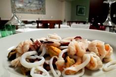 insalata di mare tiepida con olio e limone